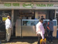 best vada pav places in Mumbai - Aaram vada pav