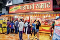 best vada pav places in Mumbai - samrat vada pav