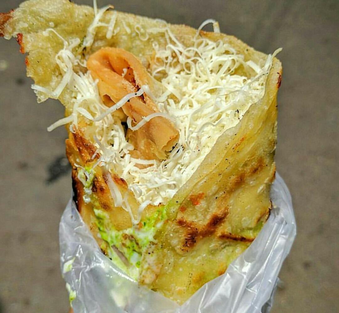 mumbai food - samosa frankie