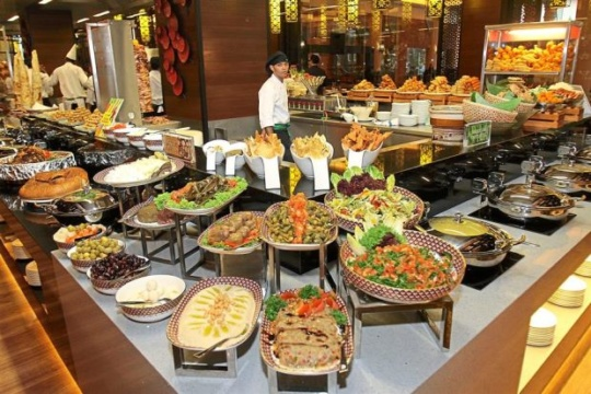 midnight buffet at 5 stars - Things To Do in Mumbai