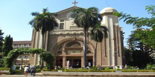 Christmas in Mumbai, St. Peter's church